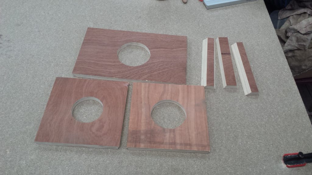 Photo de l'ensemble des éléments formant le caisson.